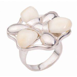 Anillo de plata con perlas de venado