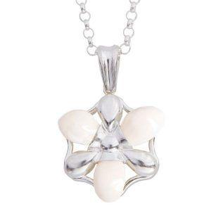 Colgante de plata fabricado con perlas de ciervo