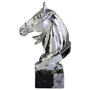 Figura con cabeza de caballo