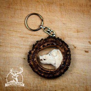 LLavero roseta de ciervo con jabalí tallado